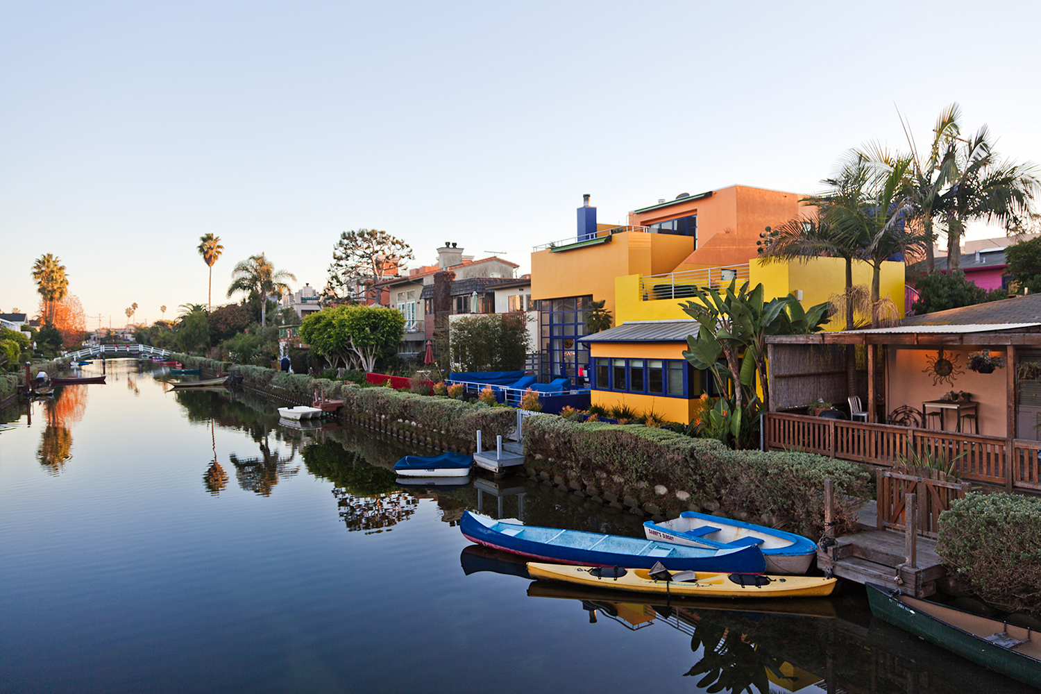 VENICE-BEACH-PHOTOGRAPHY-los-angeles-california-colorful-houses-boats-canal-.jpg