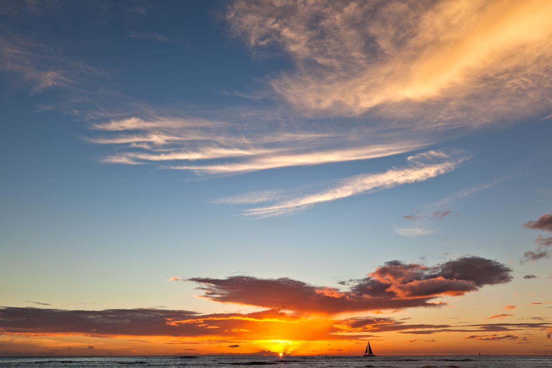 sailboat-on-the-horizon-of-hawaiian-sunset-travel-photographer.jpg