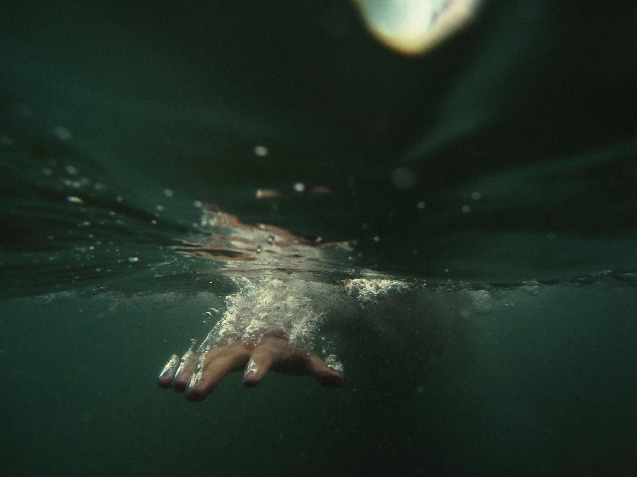 hand-shooting-through-water-travel-photographer.jpg