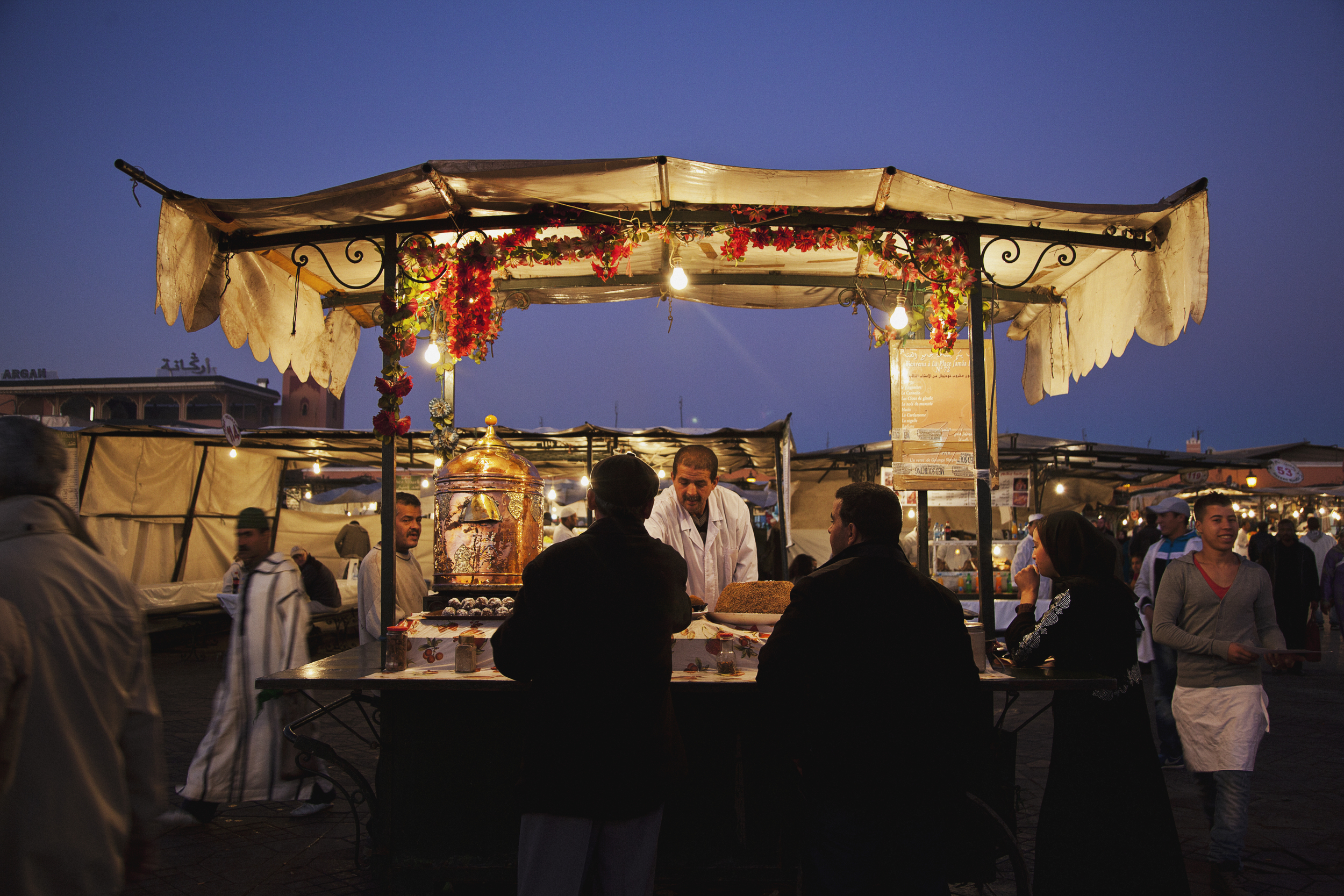 hot-tea-stand-jemaa-el-fnaa-travel-photographer.jpg
