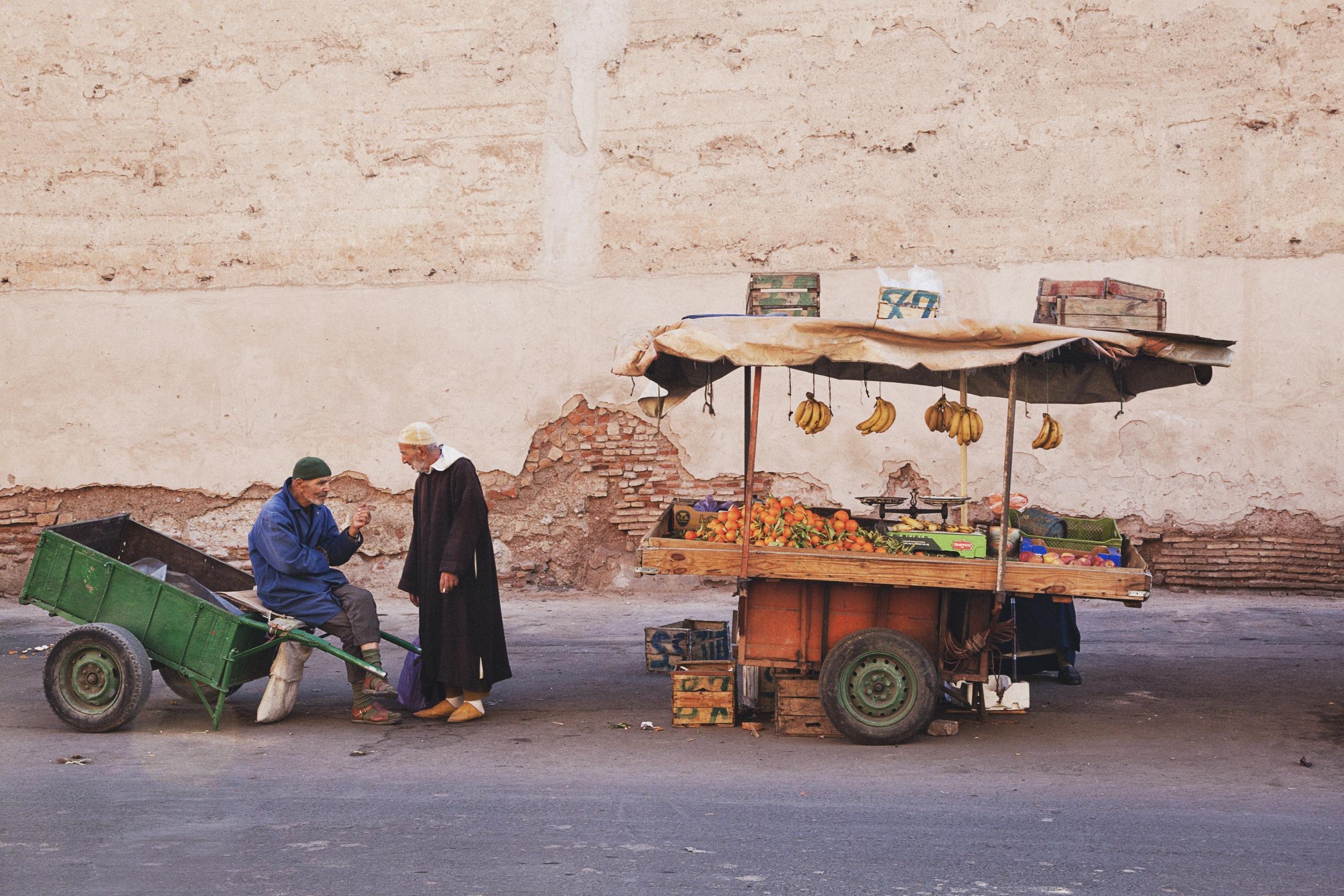 fruit-stand-conversation-travel-photographer.jpg