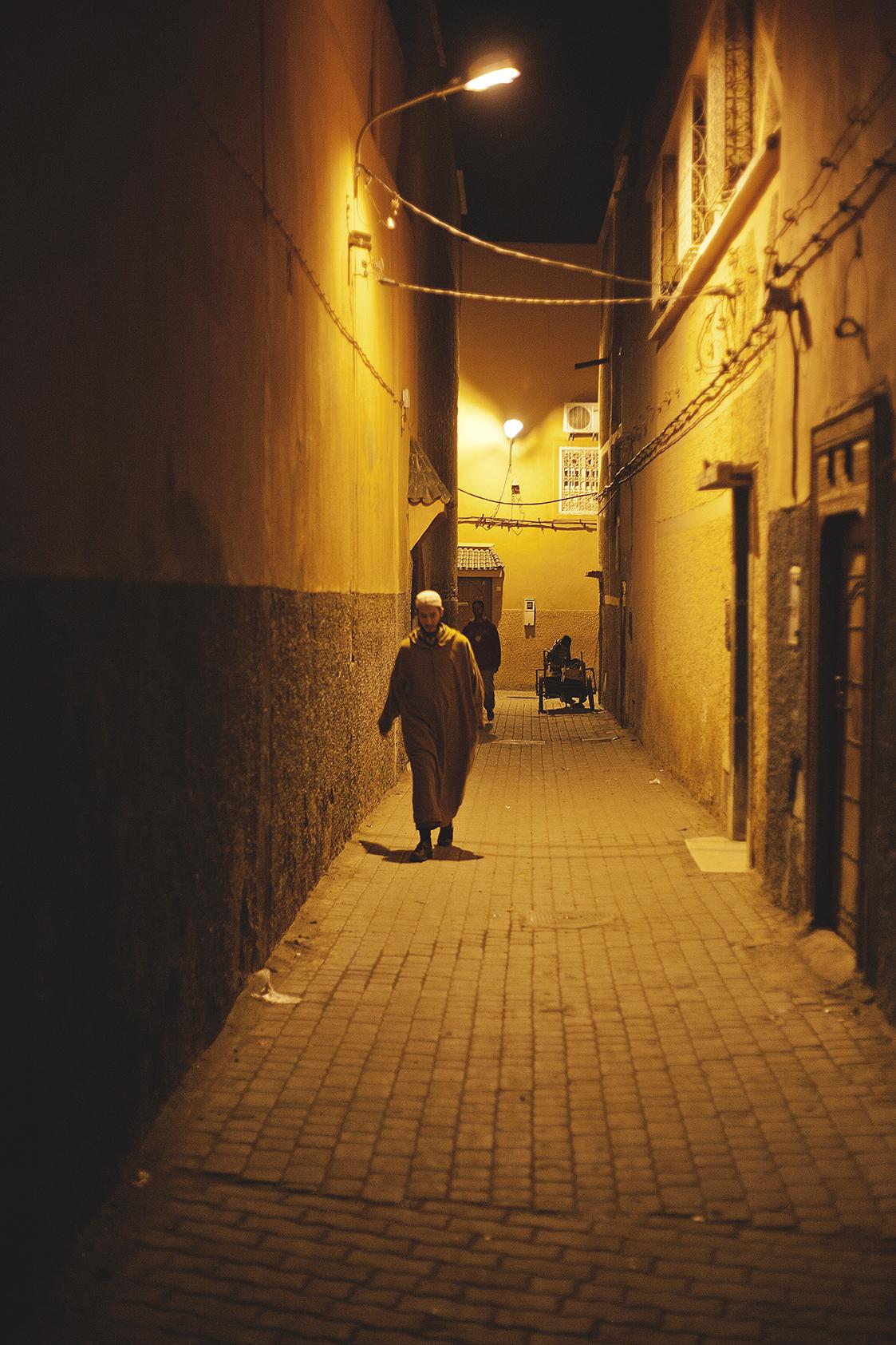 marrakesh-back-alley-at-night-travel-photographer.jpg