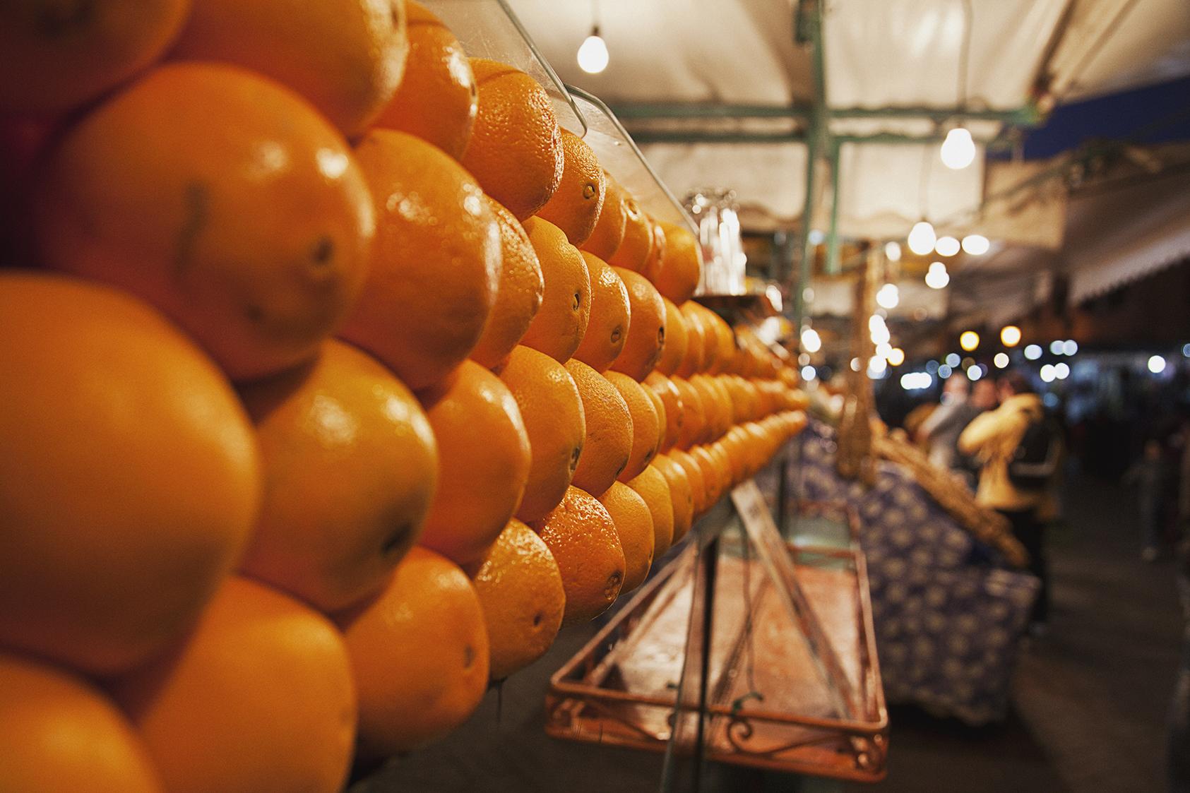 orange-juice-stand-jemaa-el-fnaa-travel-photographer.jpg