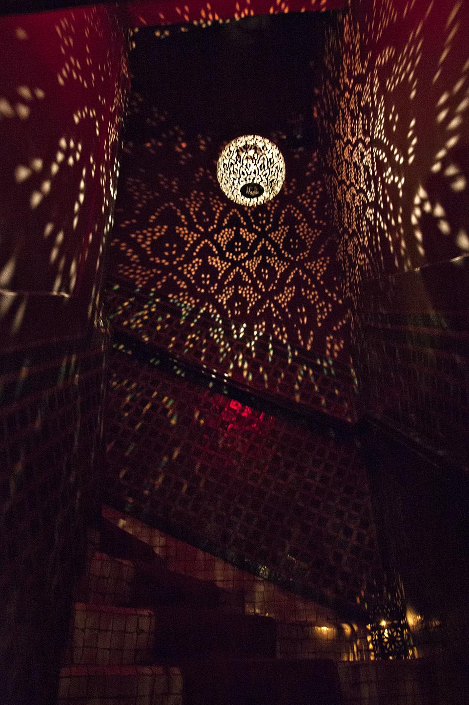 marrakesh-restaurant-lighting-travel-photographer.jpg