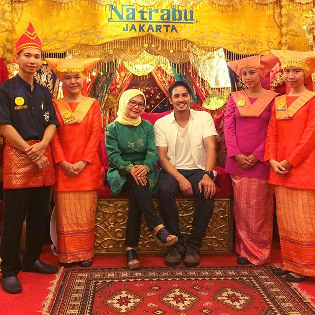 So... I made some new friends 🙂😜 #natrabu #jakarta #indonesia #nasipadang #travel #travellife #picoftheday #natraburestaurant
