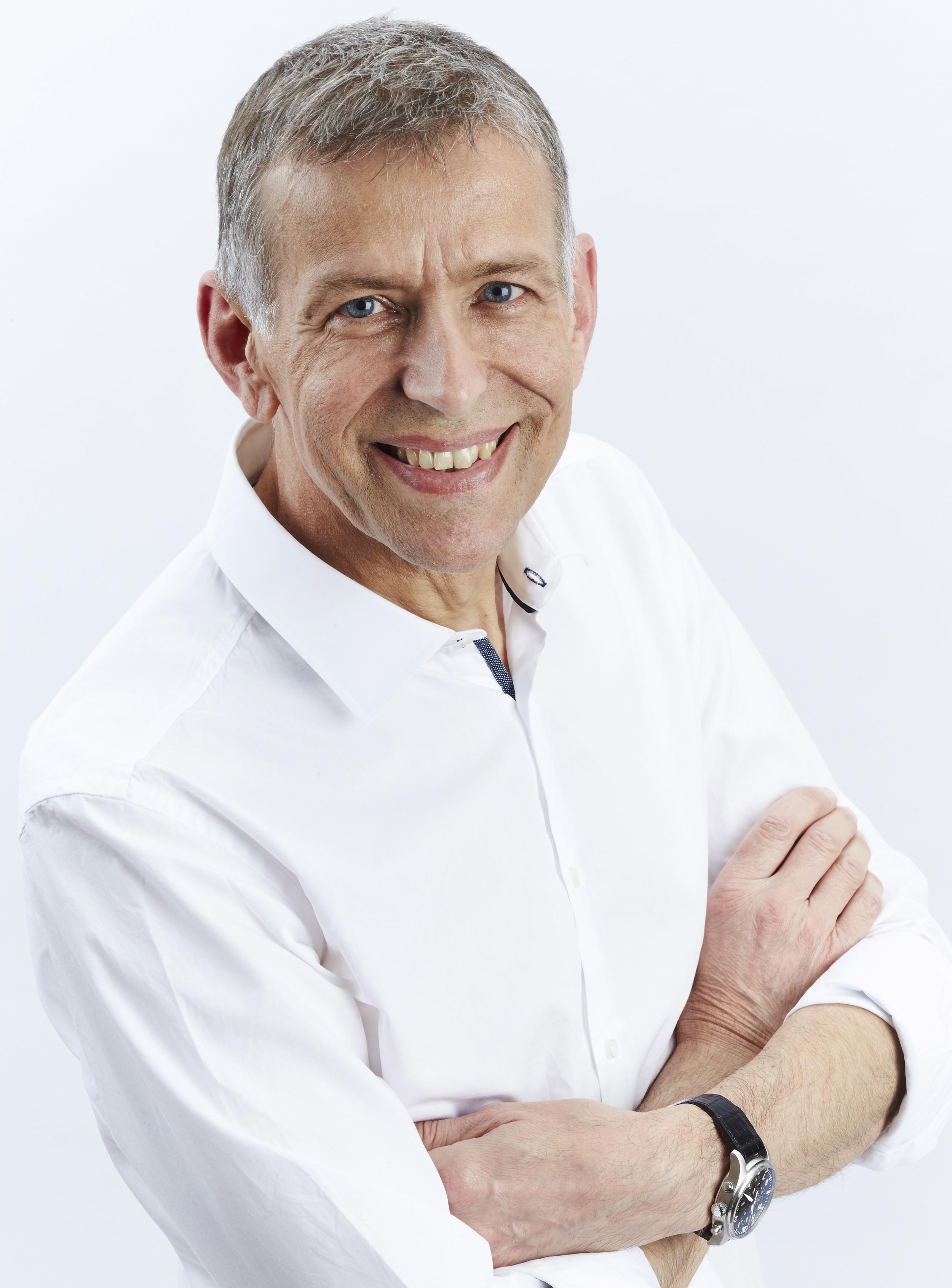 Peter-Baranyovits-Consultant-Eye-Surgeon