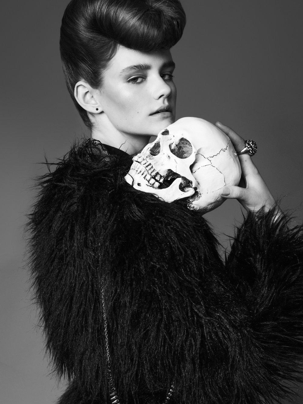 Black & White Liz 2.jpg