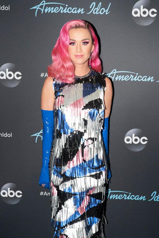 Katy-Perry-American-Idol-Red-Carpet-Fashion-Redemption-Emilio-Pucci-Tom-Lorenzo-Site-8.jpg