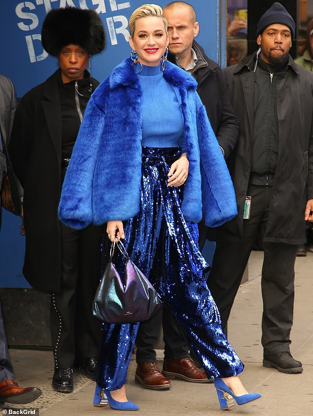 10365756-6752311-A_total_babe_in_blue_Katy_Perry_turned_heads_as_she_strolled_thr-m-75_1551294622905 copy.jpg