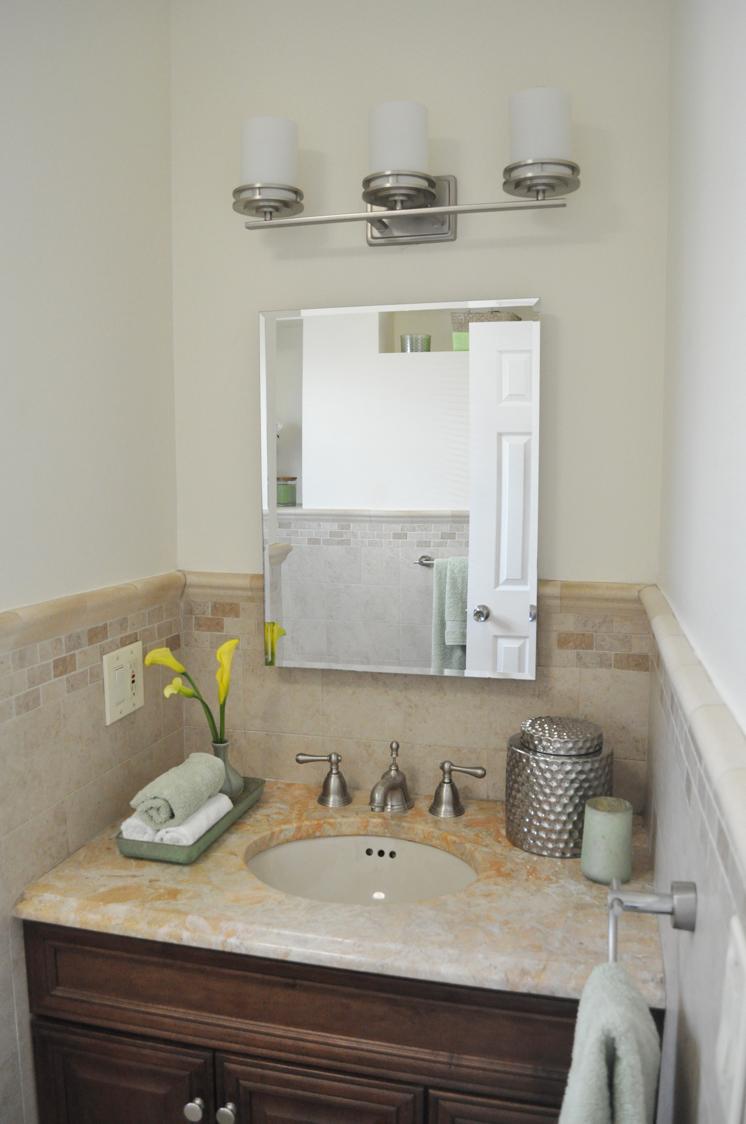 Kim Annick Mitchell_Production Designer_HGTV_Buying and Selling with The Property Brothers_Season 3_Episode 315_Master Bath_Styling Only_No remodel.jpg