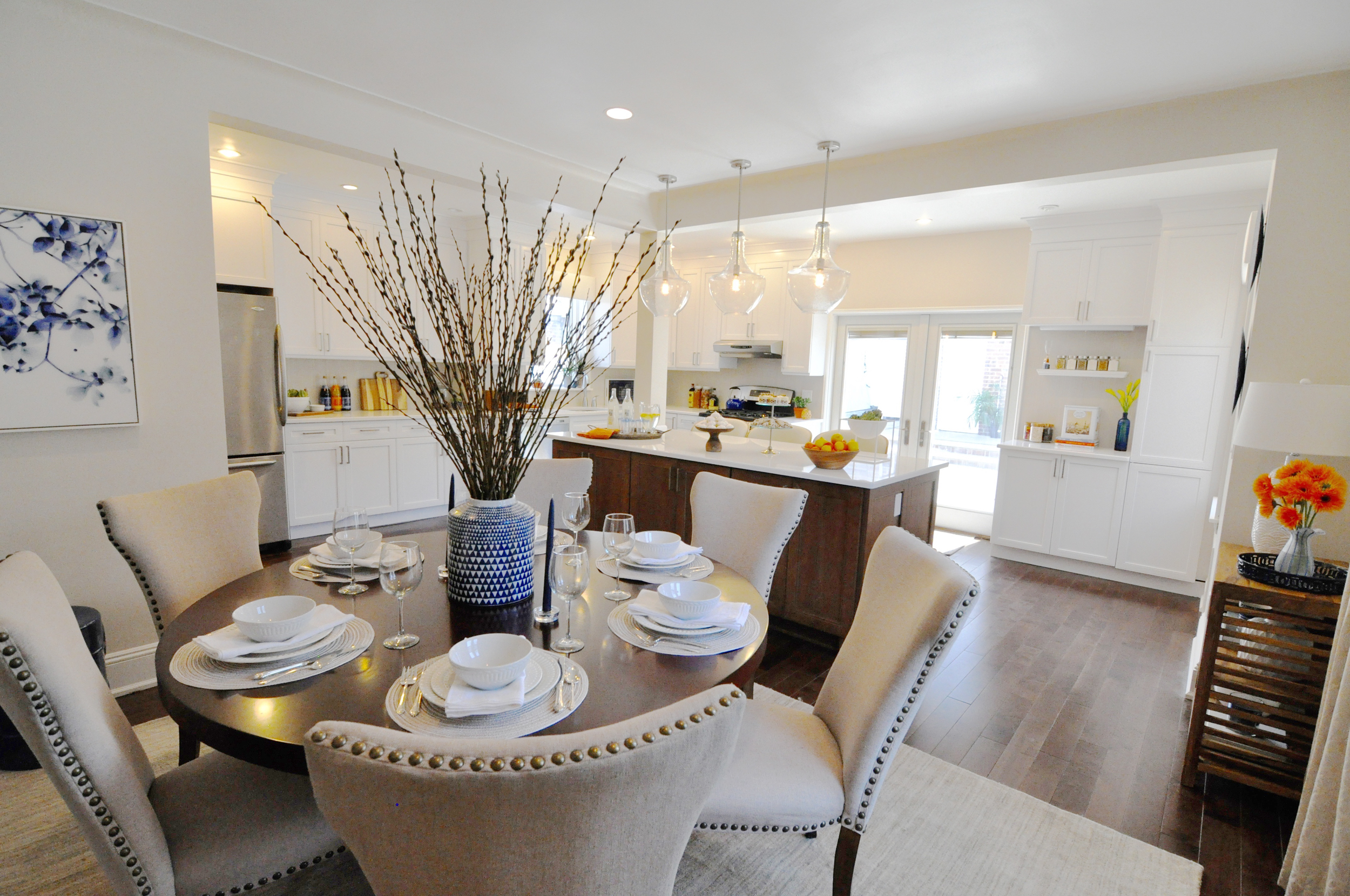 Kim Mitchell Production Designer_HGTV_Buying and Selling with The Property Brothers_Season 3 _Episode 315_Dining Room Remodel_Round Dining Table_Kitchen with Peninsula.jpg