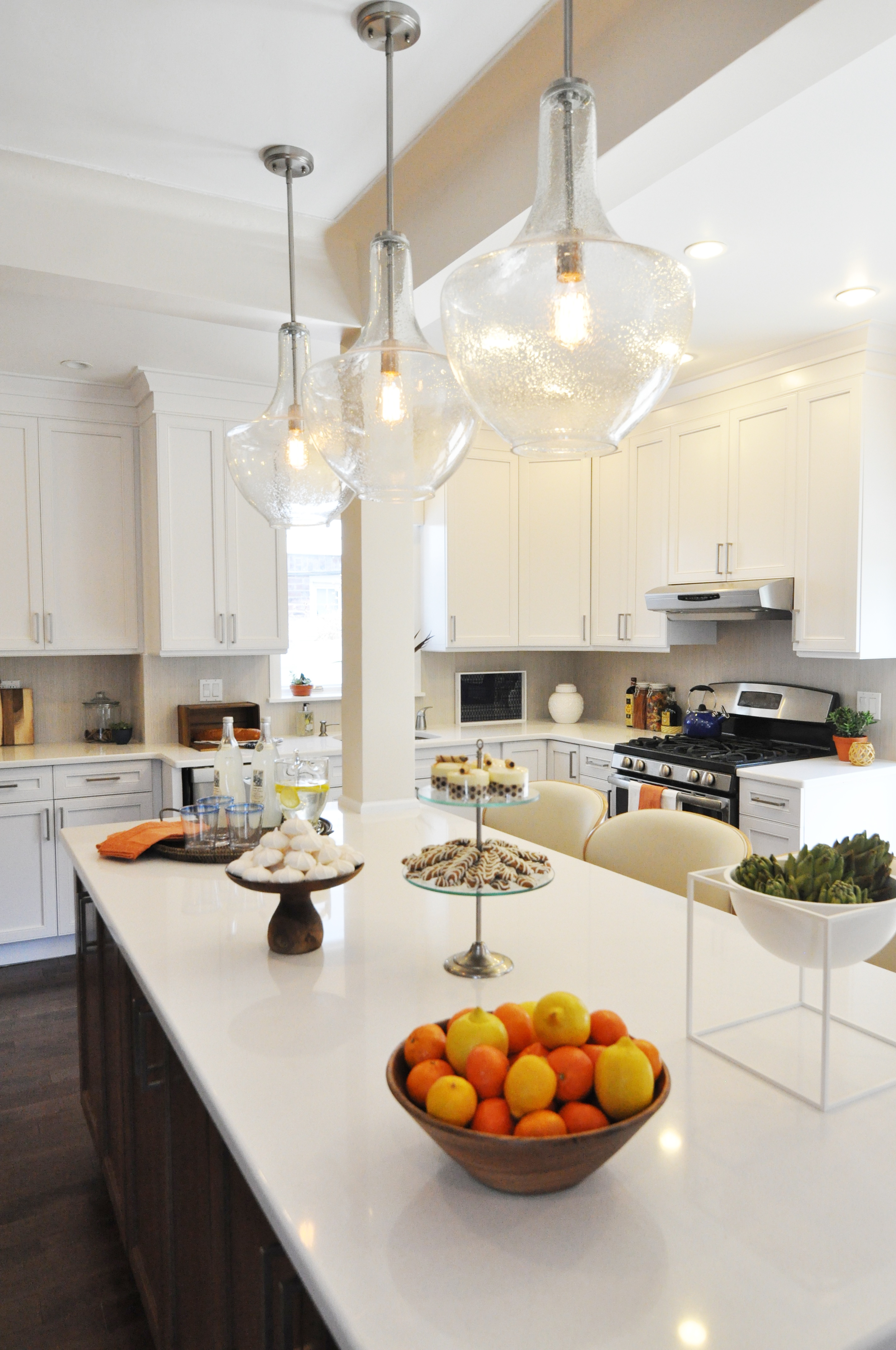 Kim Mitchell Production Designer_HGTV_Buying and Selling with The Property Brothers_Season 3_Episode 315_Kitchen Island_Clear Glass Pendant Lighting_White Kitchen Cabinets_Staging.jpg