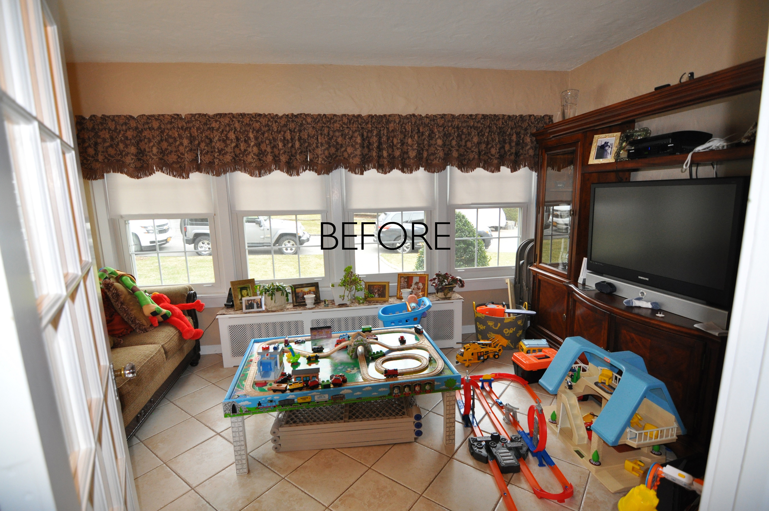 BEFORE Playroom_BEFORE Office_HGTV_Buying and Selling with The Property Brothers_Season 5_Episode 8.jpg