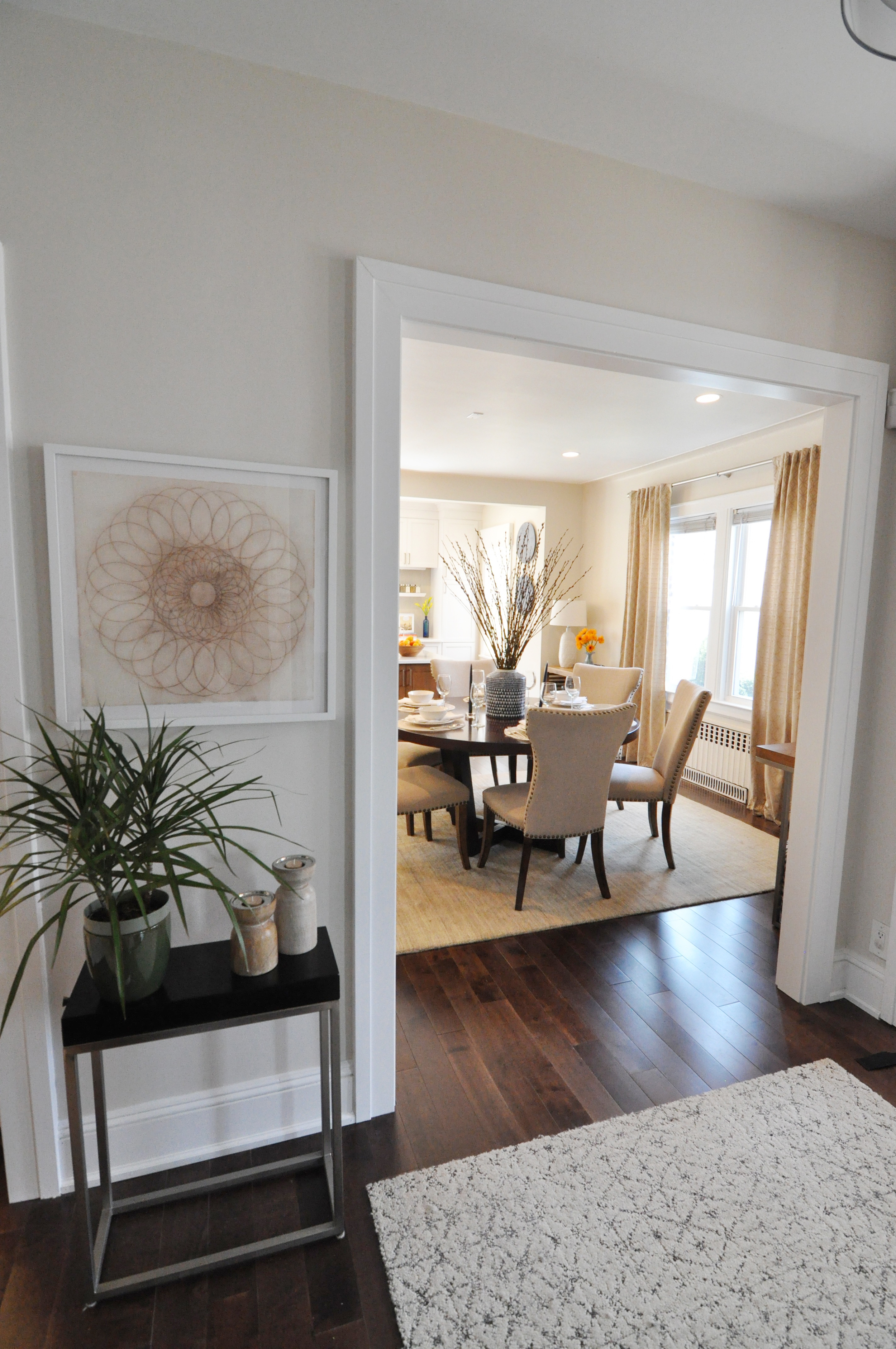 Kim Mitchell Production Designer_HGTV_Buying and Selling with The Property Brothers_Season 3_Episode 315_Entry Hall.jpg
