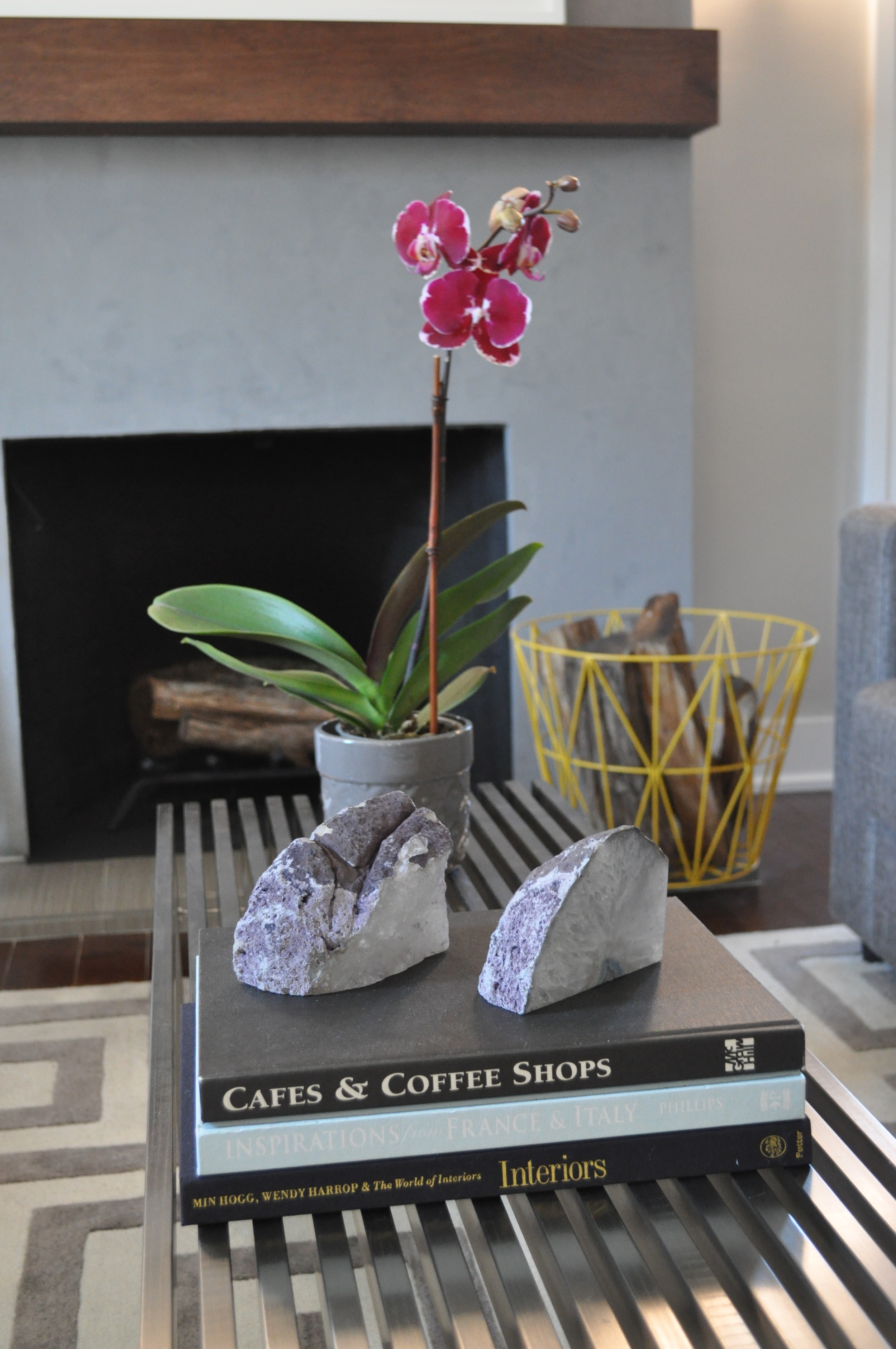 321_CloseUp_SneakPeak_Coffee Table_Wire Basket - 1.jpg