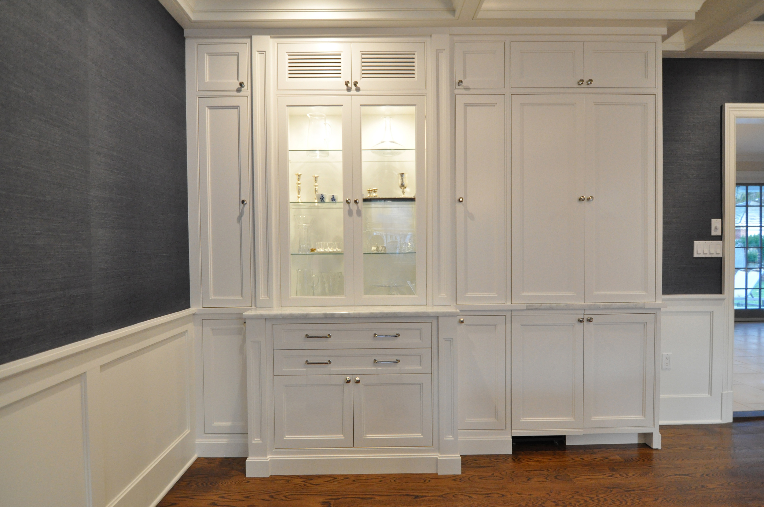 Dining KAM DESIGN_Dining Room Millwork_White Custom Cabinet_Wet Bar Closed_Wainscot - 1.jpg