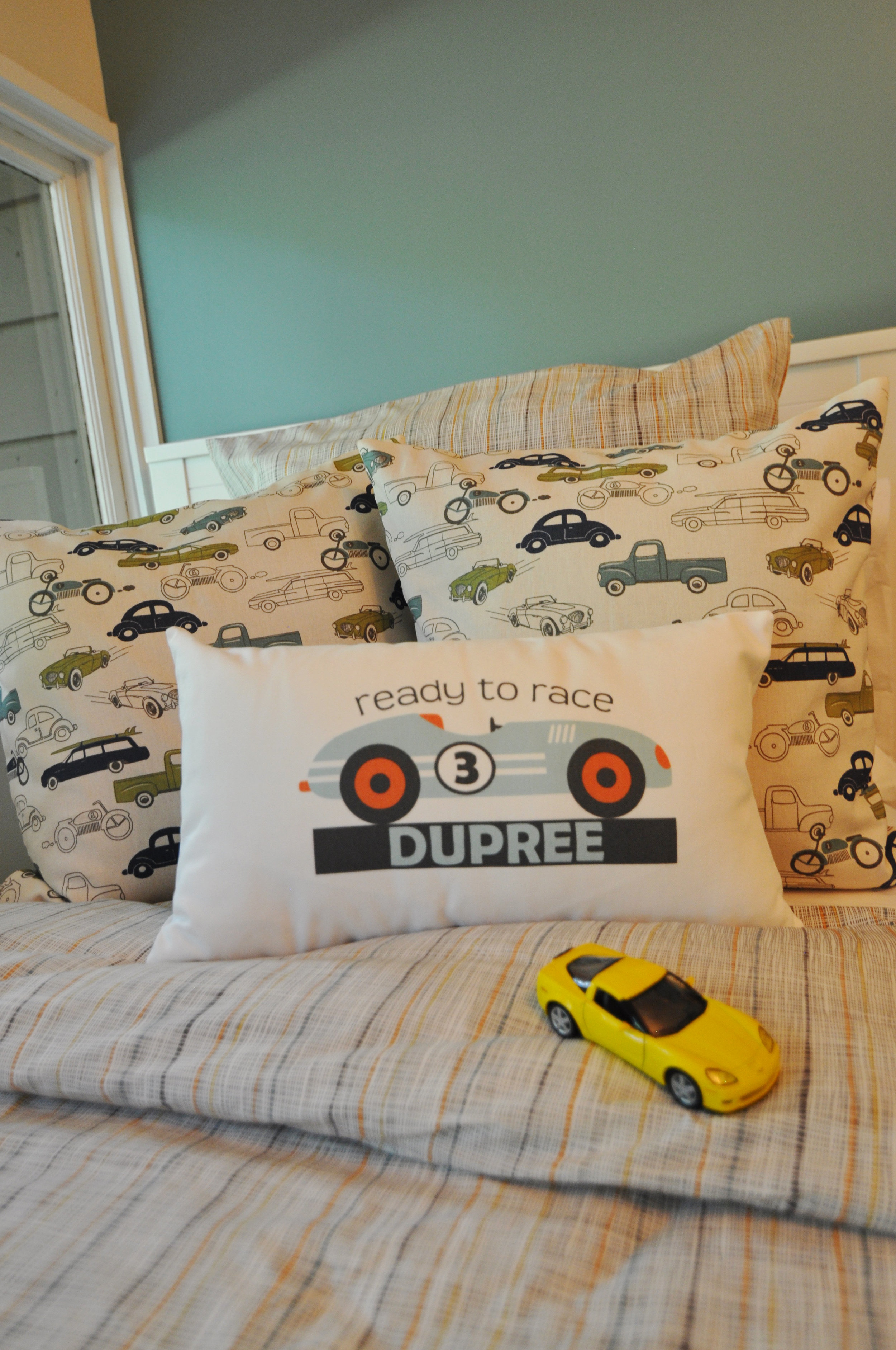 Kim A Mitchell_Design Lead_HGTV_The Property Brothers_Season 6_Episode 9_Boy Bedroom_Close-up Bed_2017.jpg
