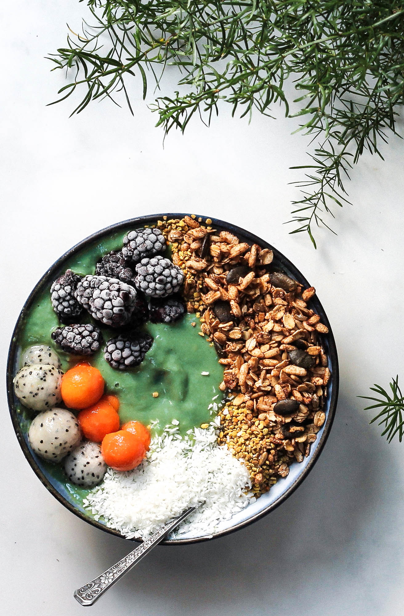 Mermaid Smoothie Bowl + Hawaii Mini Guide || Healthy + tropical smoothie bowl with superfoods to help you feel your best! Perfect for breakfast, lunch or as a snack on a hot summer day. No refined sugars, dairy free, plant based, gluten free + vegan with removal of honey. || creamandhoney.ca