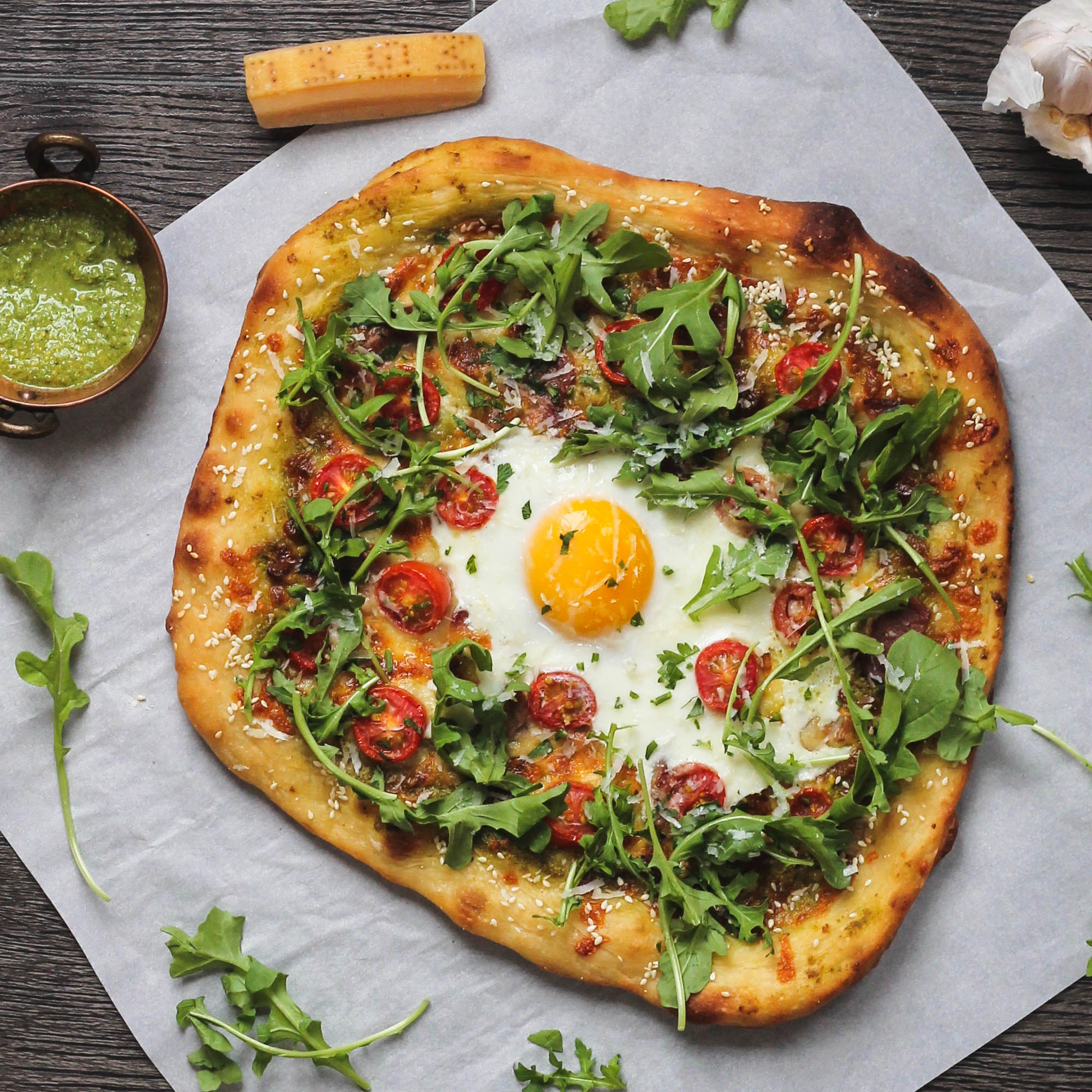 BREAKFAST PIZZA: BACON, EGG + PESTO