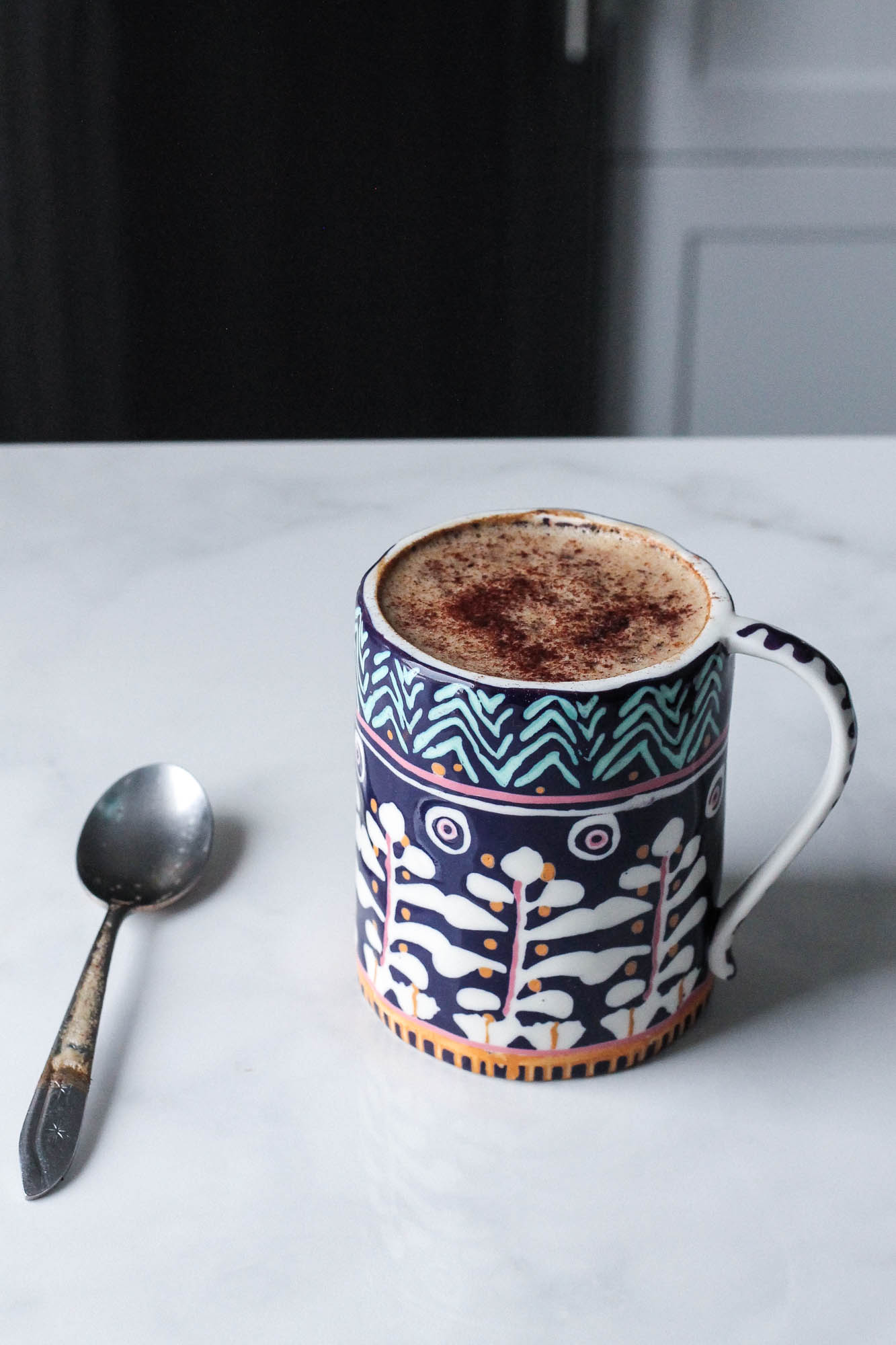 "Chicory Almond Milk Latte || Simple vegan chicory and cardamom ""coffee"" drink. A very delicious and hygge latte but caffeine free, dairy free + plant based. Perfect for a detox, cozy night in or rainy day! 