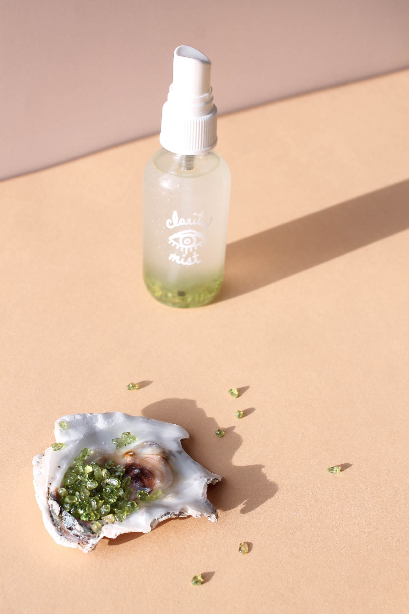 DIY Mood + Body Mist Infused with Crystals || An uplifting + healing DIY body spray that will have you thinking more clearly and calmly. Infused with peridot that cleanses and releases negative energy. || creamandhoney.ca