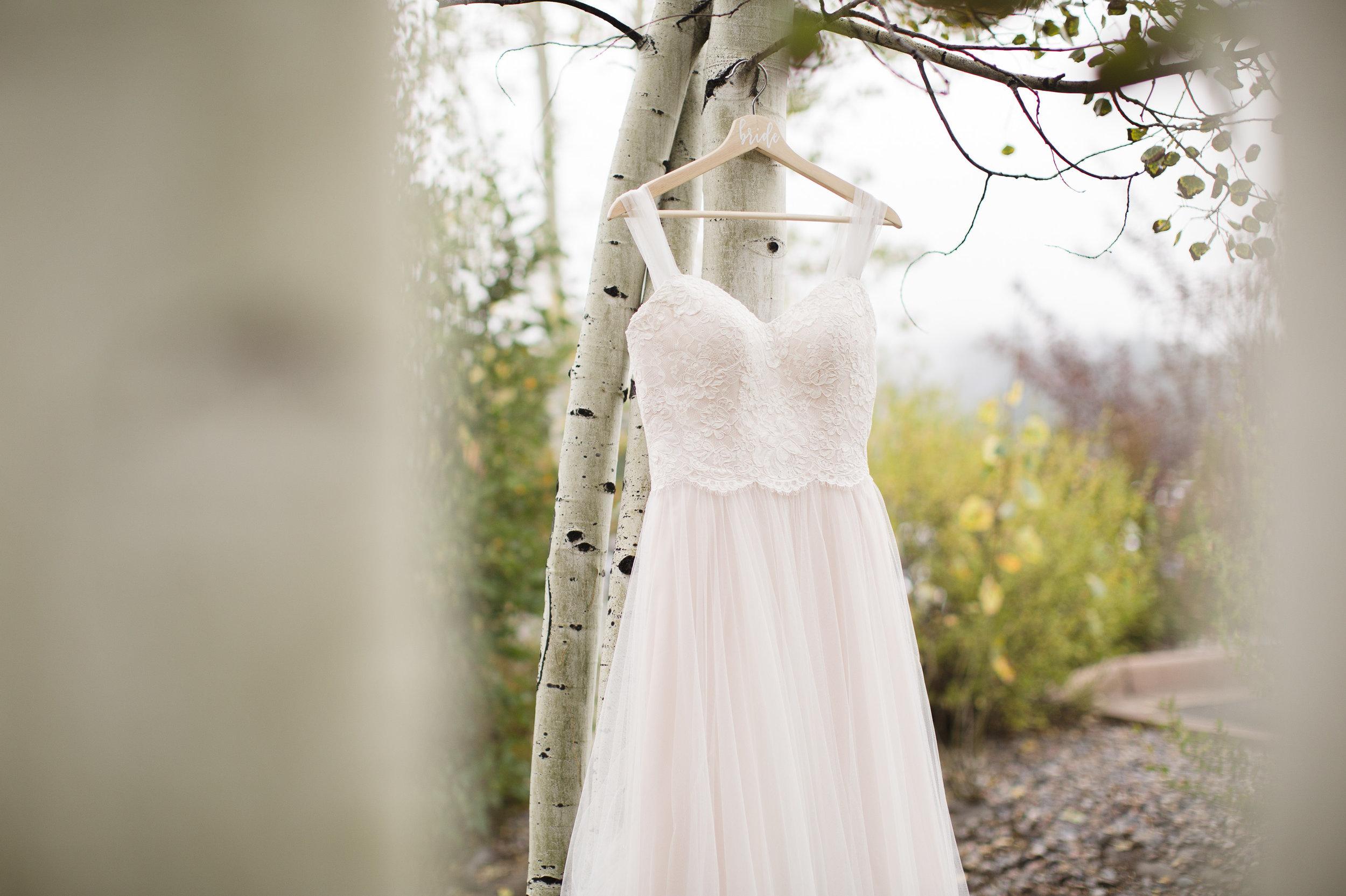 kristen-vance-three-sisters-barn-evergreen-colorado-wedding-2017-2.jpg