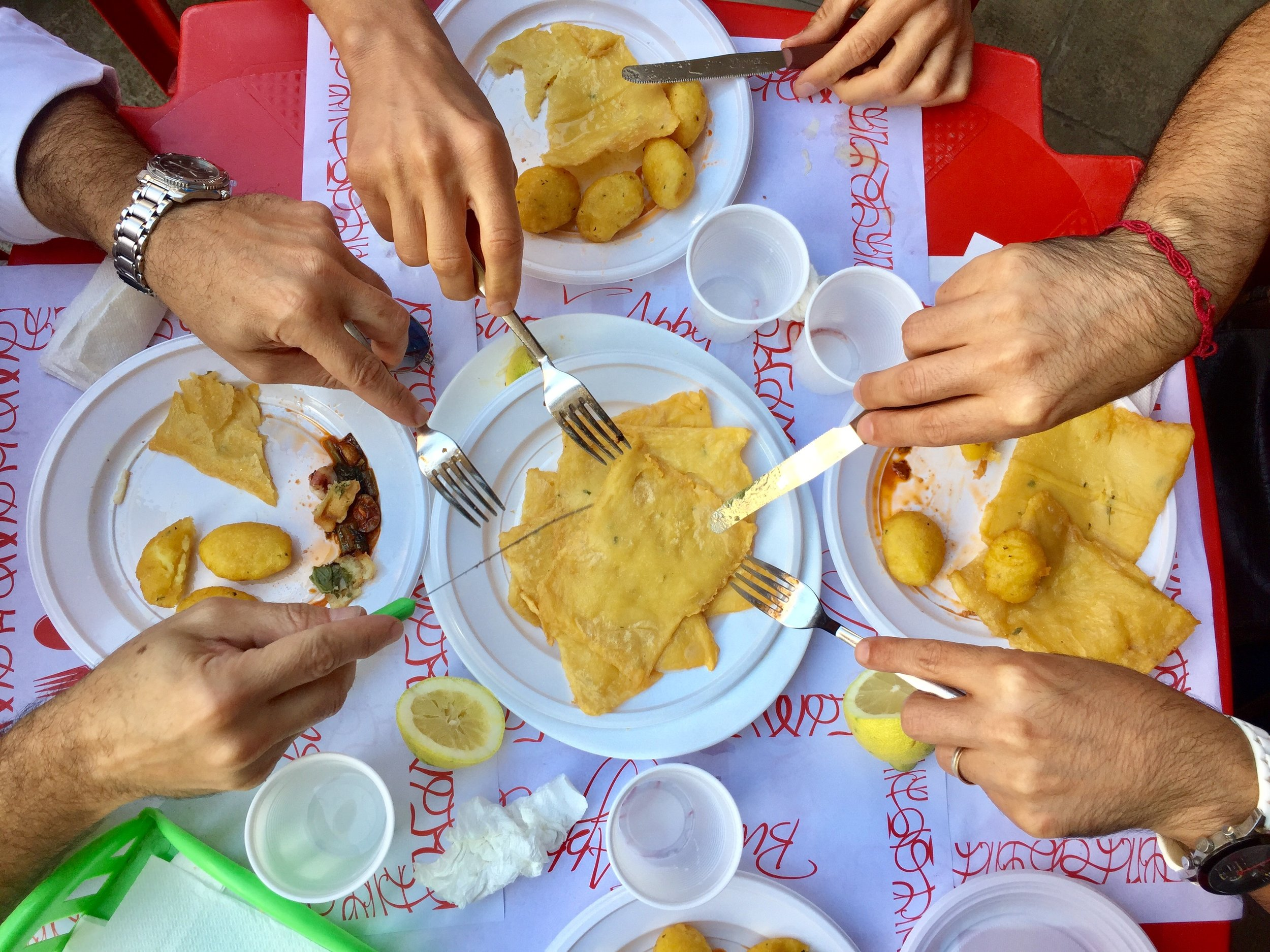 In the Capo market (Palermo), you will find Dainotti's Street Food, a cheap and casual eatery, but one of the best for street food where you can enjoy typical Sicilian dishes
