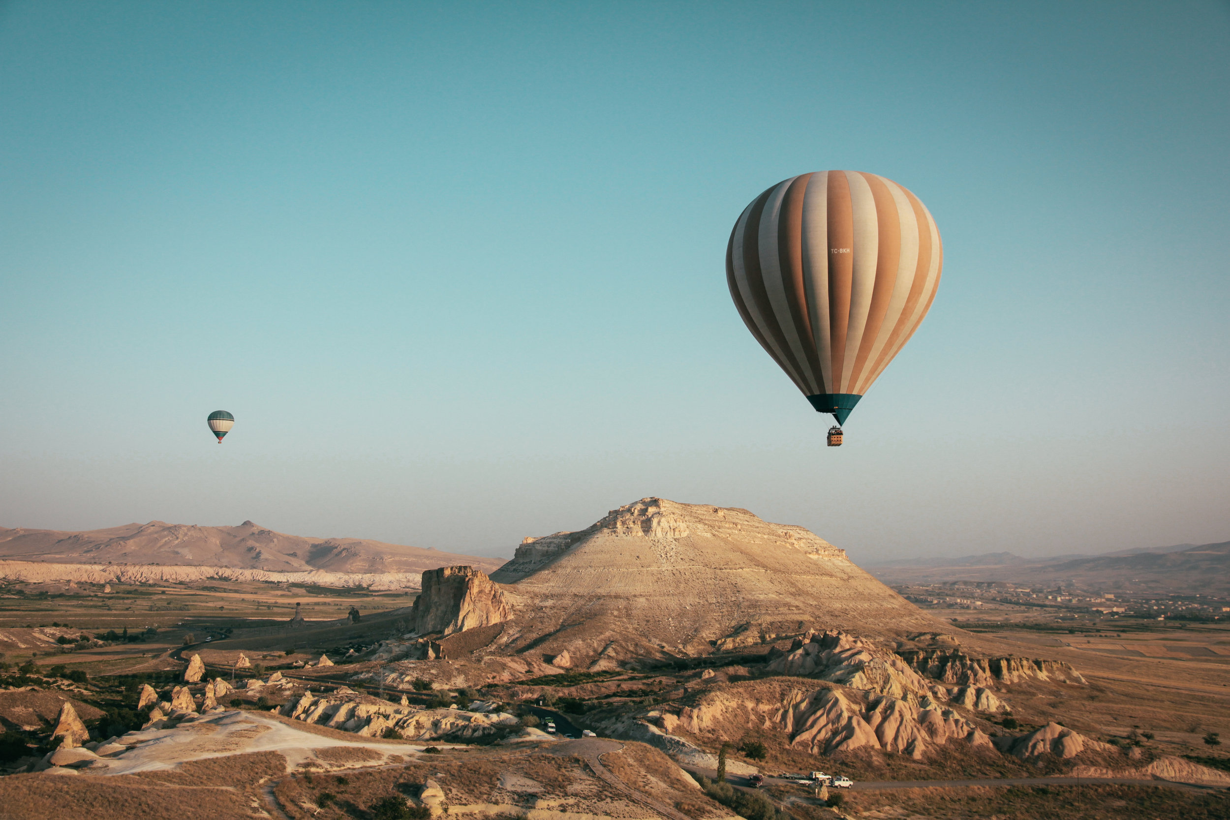 i'm terrified of hot air balloons. but how gorgeous is this photo. [ francesco ungaro ]