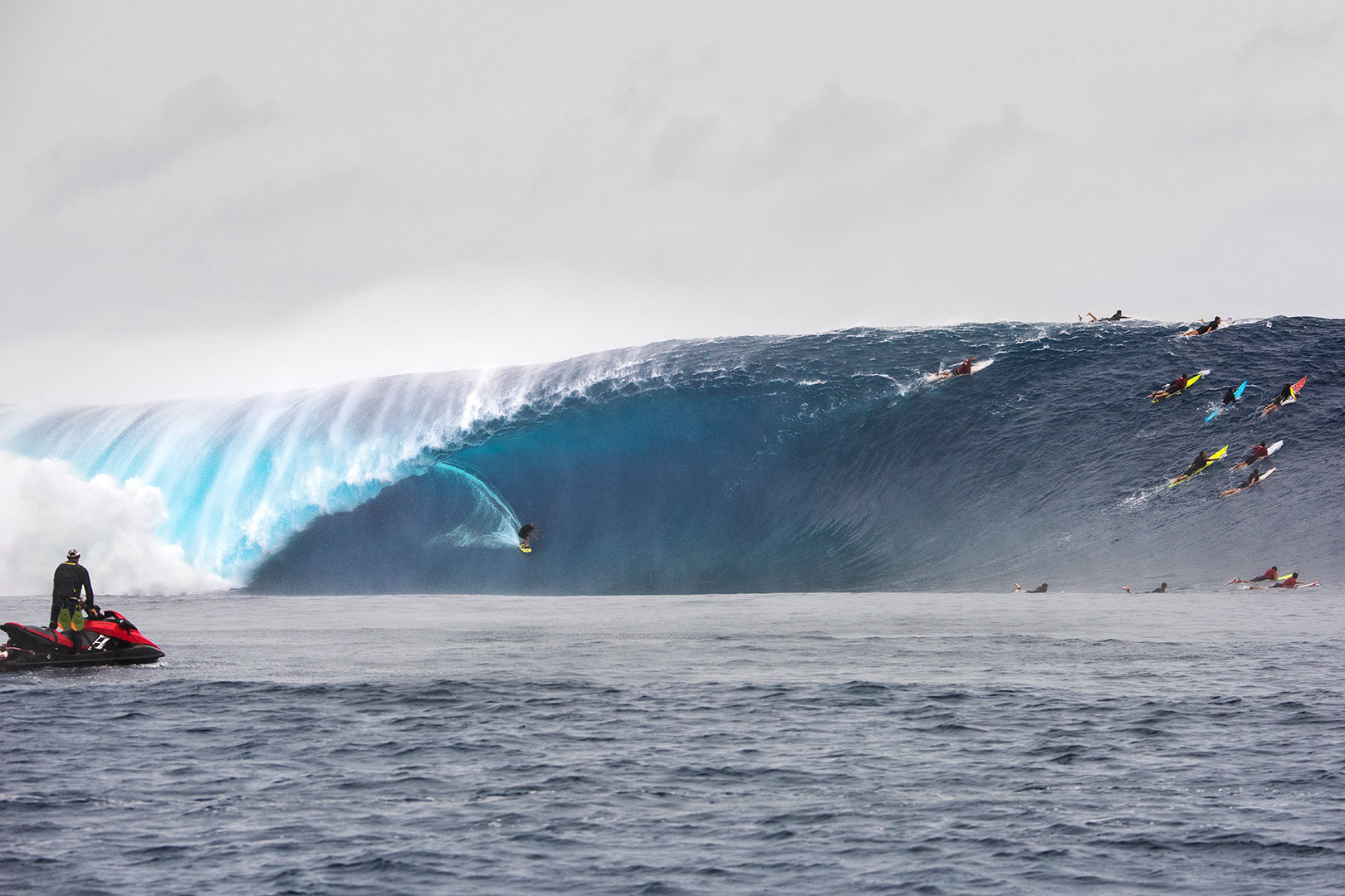 SURFING HISTORY: The biggest wave ever ridden at Cloudbreak, FIJI - Ramon Navarro.