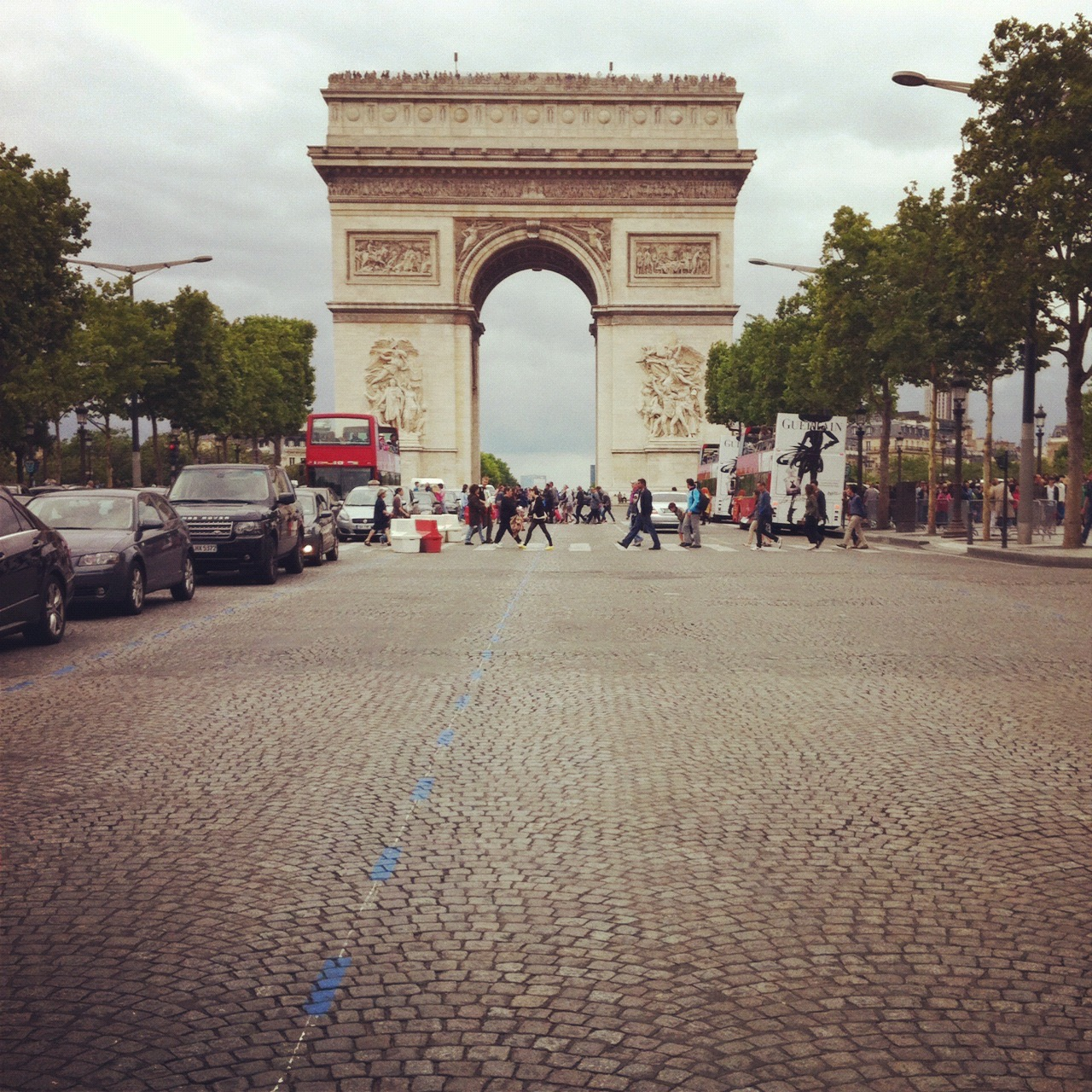 paris arc de triomphe.jpg