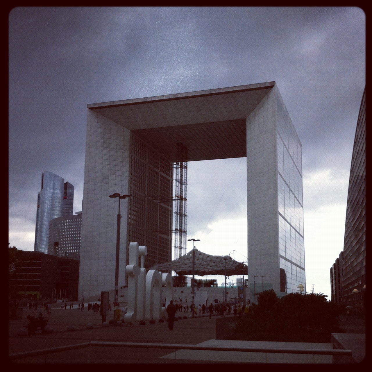 paris la defense.jpg