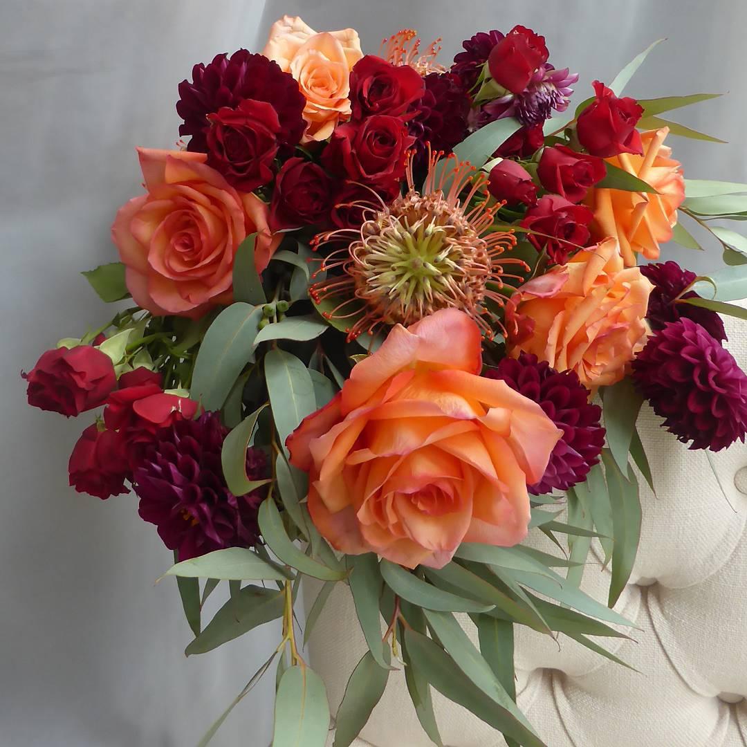 bruidsboeket met rode rozen.jpg