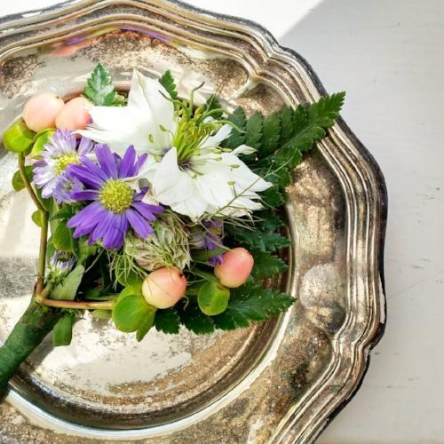 Bruidegom corsage met bessen