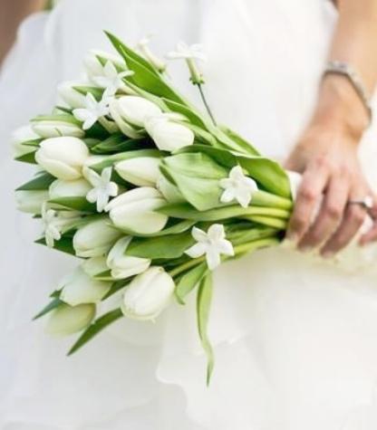 bruidsboeket met witte tulpen