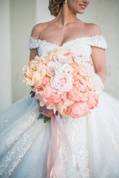 Bruidsboeket met pionrozen, Foto: Forever Yes Photography