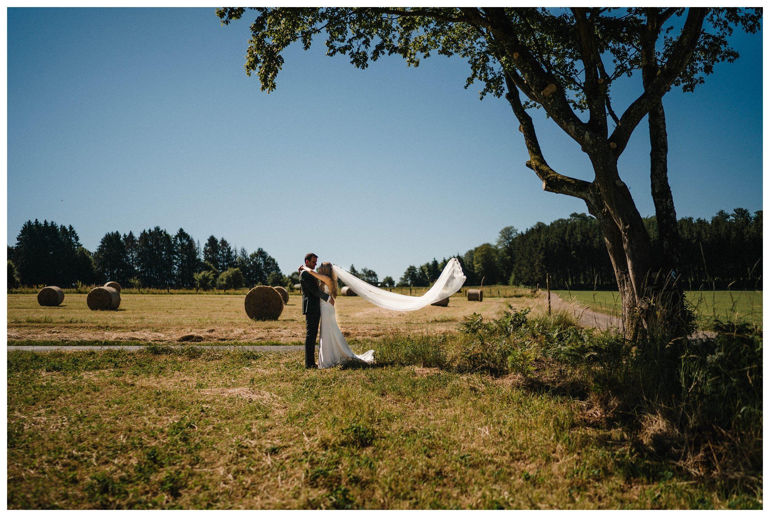 huwelijksfotograaf bruidsfotograaf destinationwedding huwelijksfotografie in ardennen nederland (35).jpg