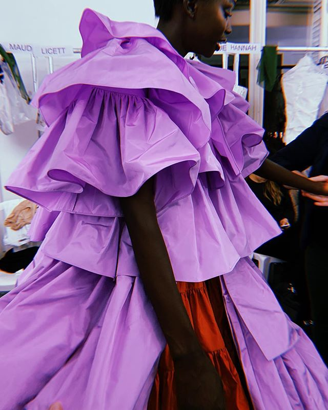 Wow. This is simply spectacular - the power of color and shape of real couture. Always in awe, who knew fashion could be that emotional 💕 @maisonvalentino @pppiccioli #valentino #pfw #valentinocouture