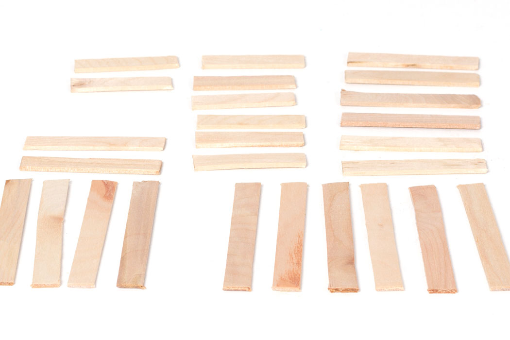 Step 1  Get 26 wooden lolly sticks. Take 10 sticks and cut the rounded ends off with scissors,so the stick is approximately 8cm (long sticks). Then take 8 sticks and do the same, however cut these slightly shorter,approx. 6cm (medium sticks). Cut another 8 popsicle sticks so that they are about 5cm long (short sticks).
