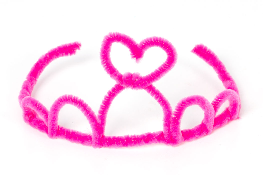 Step 3  Take another pink pipe cleaner and bend the end around the middle loop on the tiara. Then fold into a small heart shape and bend the other end around the same loop.