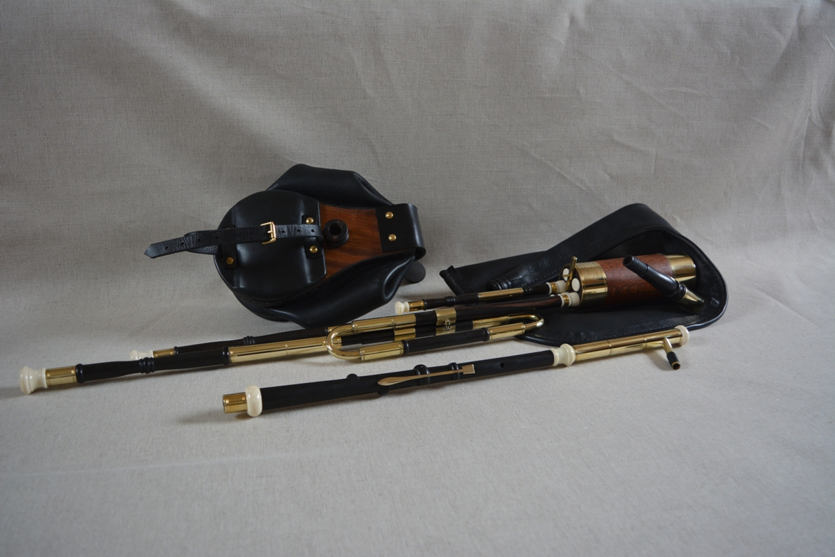 A recently finished set of uilleann pipes in the key of C. They have a lovely warm, mellow and crisp tone. Perfect for playing at home without disturbing family and neighbours. Sound clips below !