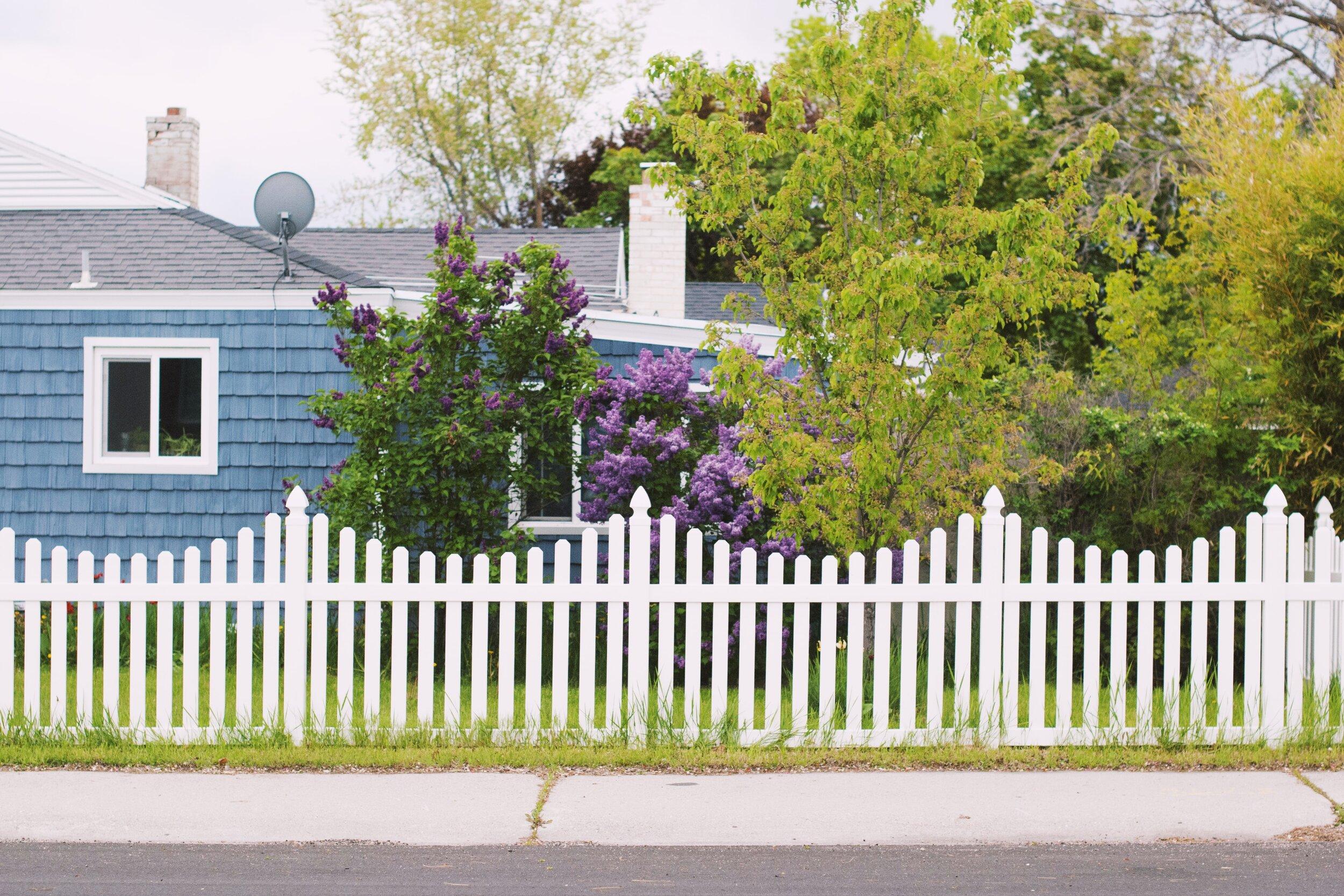 木桩围栏.jpeg