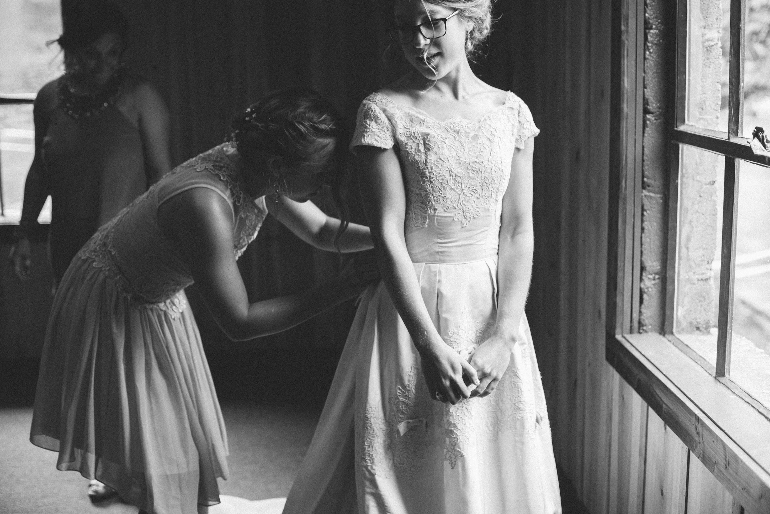 Mikaela Hamilton- Jordan + Kate getting ready-39.jpg
