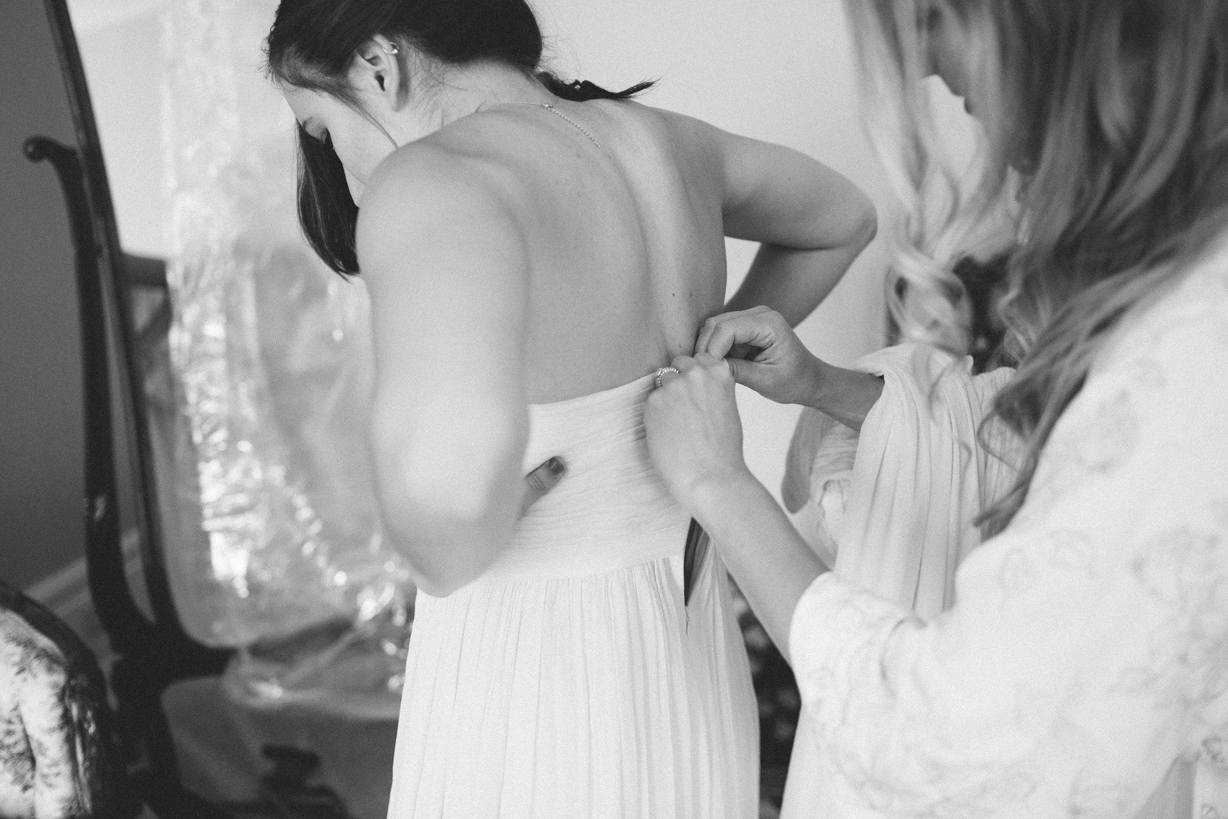 Mikaela Hamilton- Amy & Cody-getting ready-31.jpg