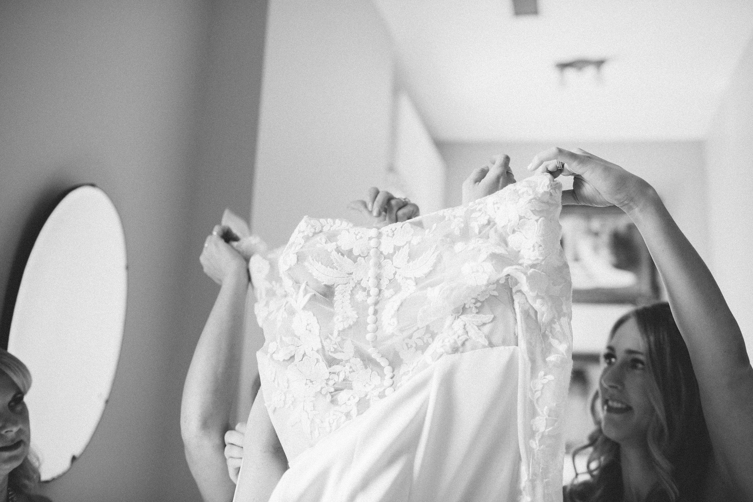 Mikaela Hamilton- Amy & Cody-getting ready-56.jpg