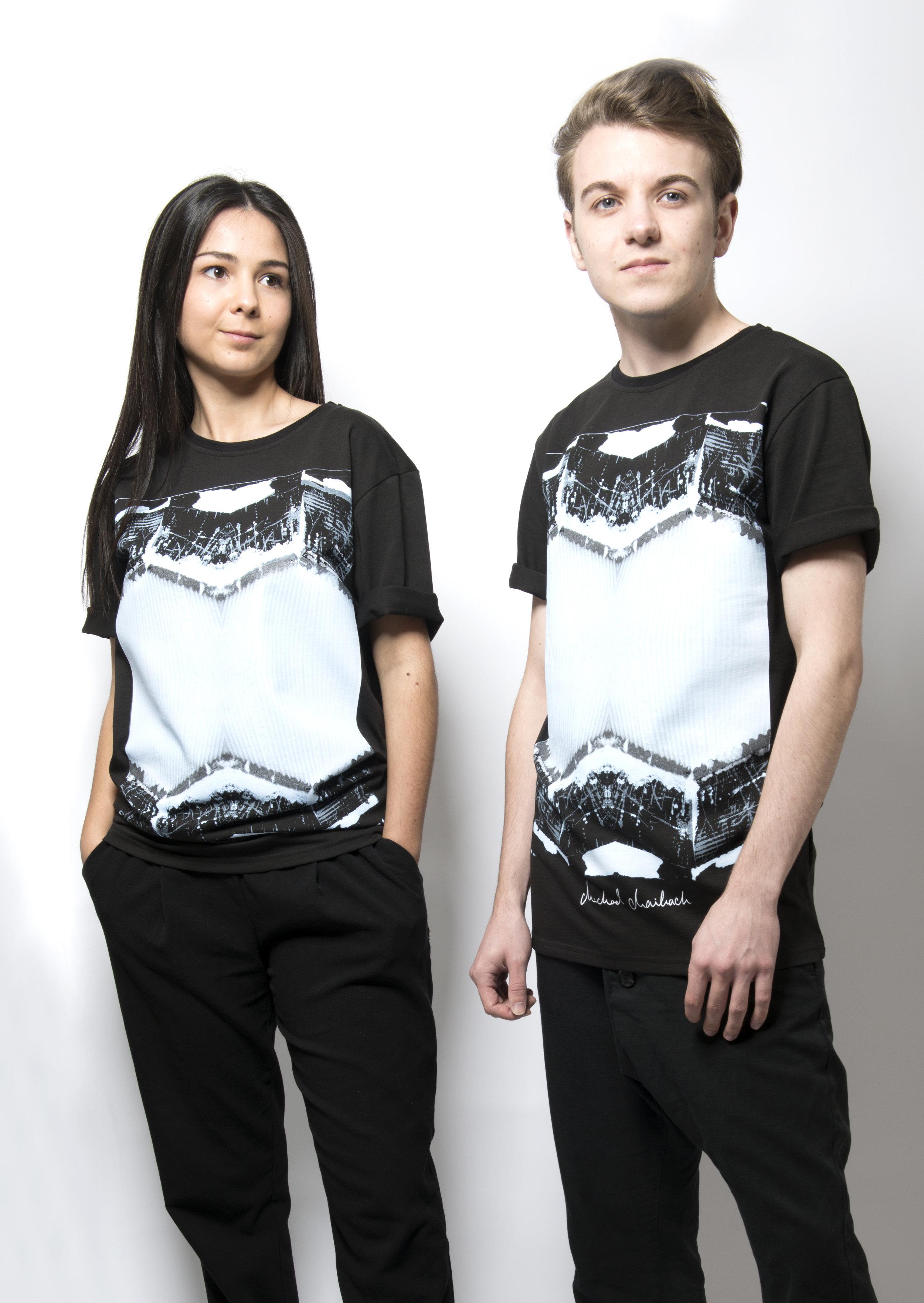 T-Shirt - 44.95€ .ICE-MIRROR - Schwarzes T-Shirt mit Printmotiv im Vorderteil.Erhältlich in S, M, L, XL100% Baumwolle.-Preis inkl. MwSt und zzgl. Versand.Beachtung der AGB's.