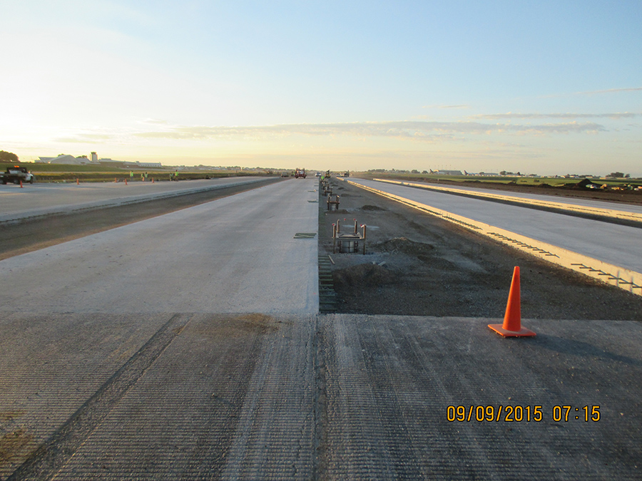 Des Moines International Airport - Runway 13-31 - LT Leon 3.jpg