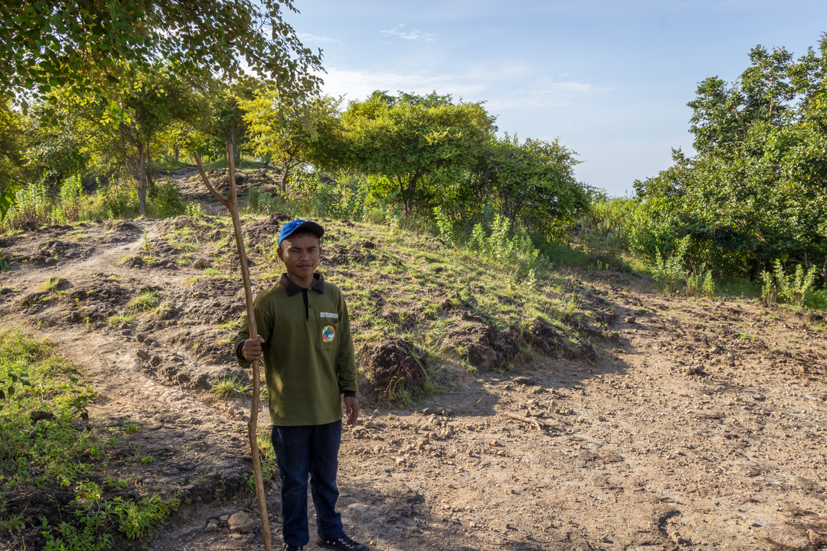 The local guide from the national park and his defense from Komodo dragons