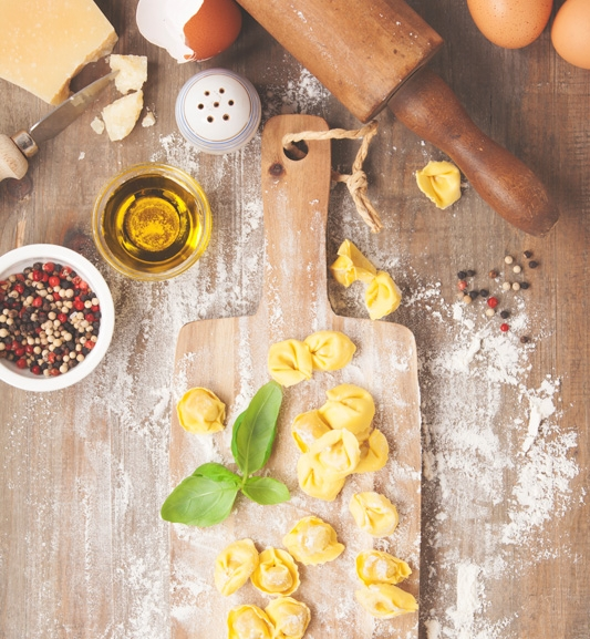 Tortellini   il ripieno - Ingredienti:200 gr di lombo di maiale200 gr di Prosciutto crudo di Parma in fette200 gr di mortadella (buona) affettata70-100 gr di Parmigiano Reggiano grattugiato2 uovanoce moscata grattugiata q.b.
