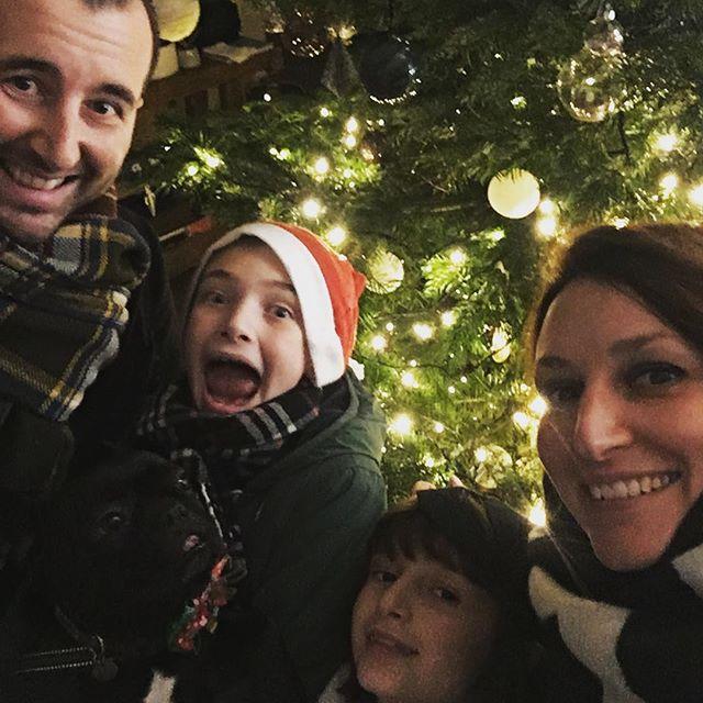 Quando ero piccola chiedevo ogni anno ai miei genitori cosa desiderassero per Natale, la riposta era sempre sempre la stessa #un_po'_di_serenità. Ho impiegato anni, ma adesso capisco davvero cosa volessero dire... e quindi in questo Natale auguro a tutti voi tutta la gioia e serenità che il vostro cuore desidera. Buon Natale a tutti dal team Magò al gran completo.