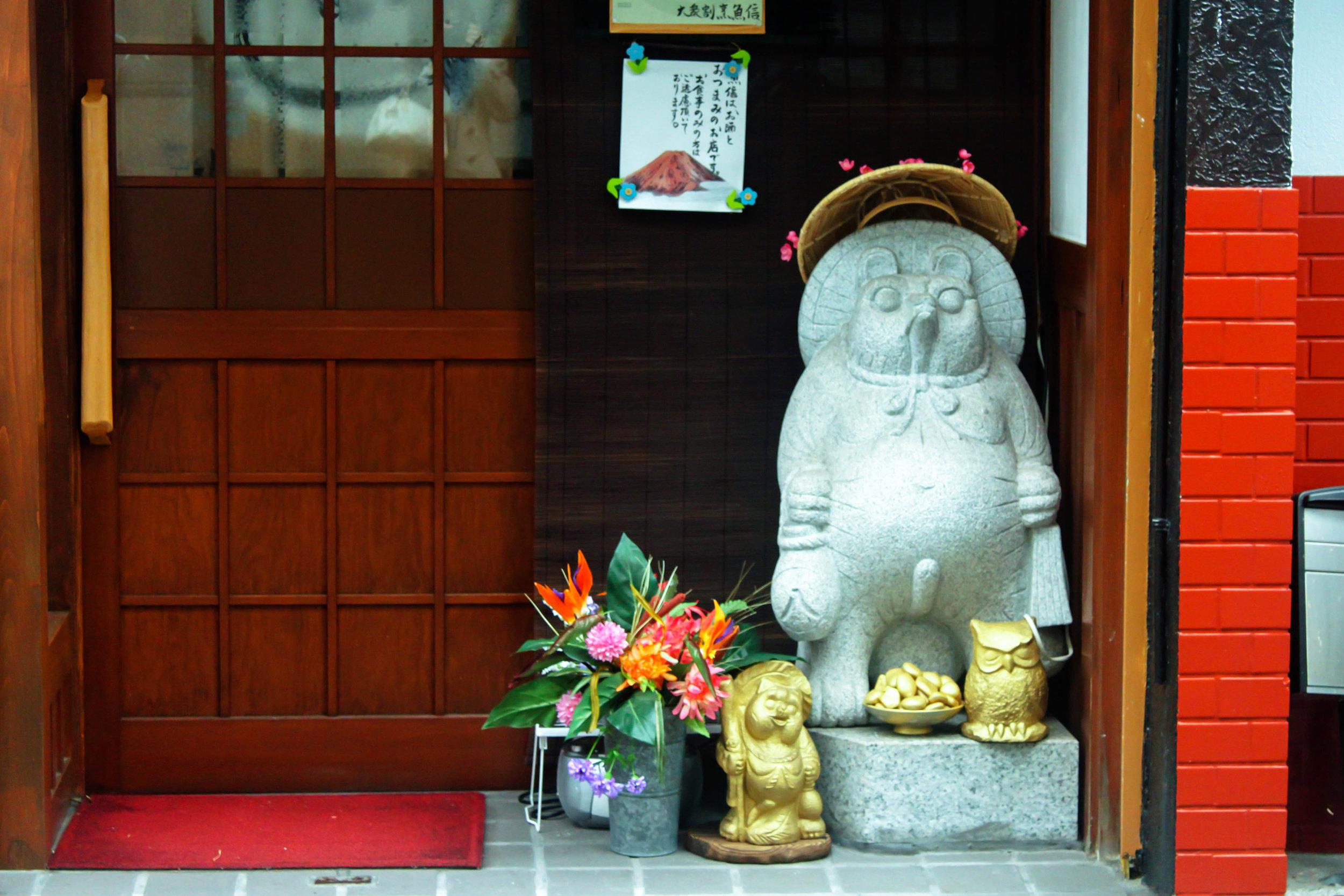 Tanuki storefront statues.